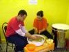 2010 máj - Práca klientov v hrnčiarskej dielni